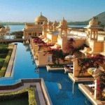 the-oberoi-udaivilas-in-india-has-a-gorgeous-pool-that-guests-can-swim-in-directly-from-their-private-rooms